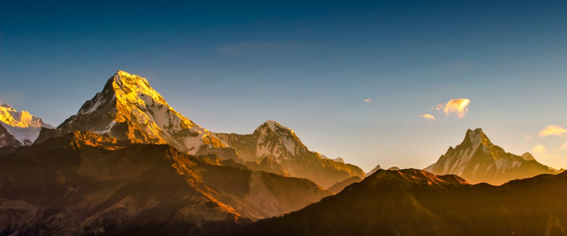 Trek through the majestic Annapurna Himalayan Range!
